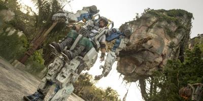 Un traje de 4,2 toneladas es la nueva atracción en parque temático de Disney