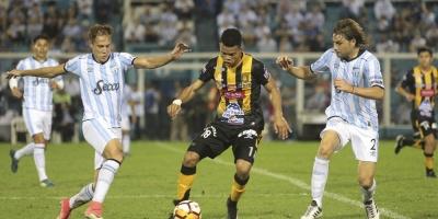 Atlético Tucumán venció a The Strongest y volvió a tomar confianza