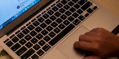 Adolescente crea dispositivo para aumentar oportunidad laboral de invidentes