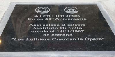 Homenajean a Les Luthiers en el lugar de su primera actuación hace 50 años