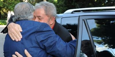 Mujica visitará a Lula en la cárcel de Curitiba