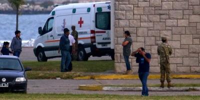 Familias de tripulación de submarino argentino se encadenan frente a Gobierno
