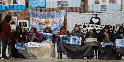 Jefe de Armada Argentina recibió a familias de tripulantes submarino desaparecido