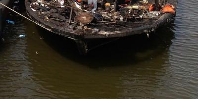 Al menos 12 muertos tras naufragio de un ferri con 139 personas en Indonesia