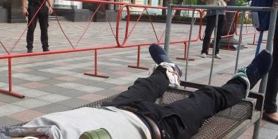 Condenan a cárcel a tres funcionarios de prisiones argentinos por torturas