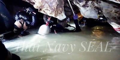 Tailandia mira al cielo de cara al rescate de los 13 atrapados en una cueva
