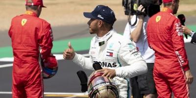 Hamilton logra la 'pole' en Silverstone