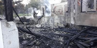 Incendió afectó al parador del Club de Golf del Cerro causando pérdidas totales