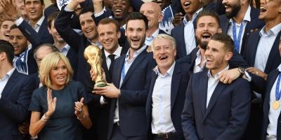 """Cientos de miles de personas recibieron en París a los """"Azules"""" ganadores del Mundial de Rusia"""