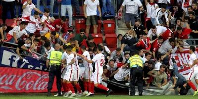 Varios aficionados heridos al ceder una valla en el estadio del Eibar