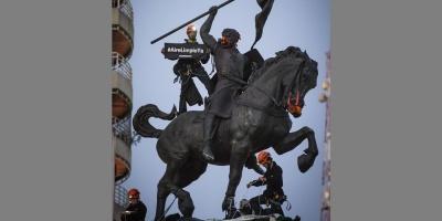 Greenpeace enmascaró estatua argentina de El Cid para alertar de polución