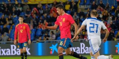 Brais Méndez debuta con gol y saca del atasco a España