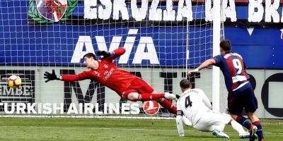 El Eibar frena en seco al Real Madrid de Solari