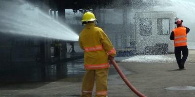 Controlaron incendio que afectó un aserradero en la zona de Lezica