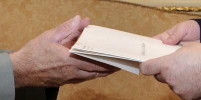 Funcionarios postales demoran envíos en rechazo a recortes del Ejecutivo
