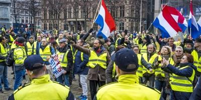 """El Gobierno francés endurece su posición hacia """"chalecos amarillos"""" aún movilizados"""