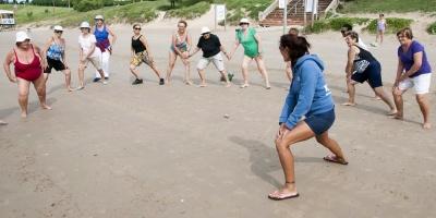 Realizan pilates y zumba en playas Ramírez y Pocitos