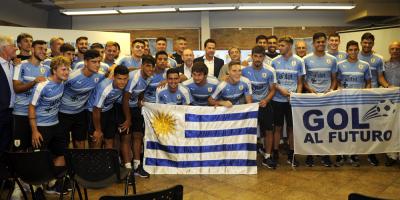 Gobierno entregó Pabellón Nacional a la selección uruguaya de fútbol sub-20
