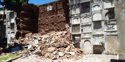 Funcionarios aseguran que falta de mantenimiento motivó derrumbe de nichos