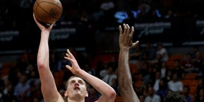 Nuggets y Sixers imponen su poder ofensivo