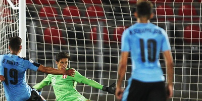 Uruguay se enfrenta a Ecuador con la necesidad de ganar para mantener título