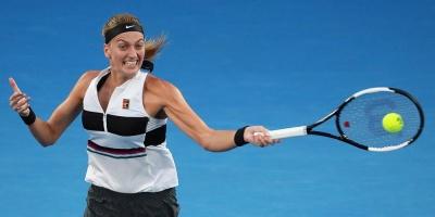 Kvitova no se inmuta para pasar a semis frente a Barty y su público