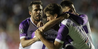 Defensor Sporting golea al Bolívar