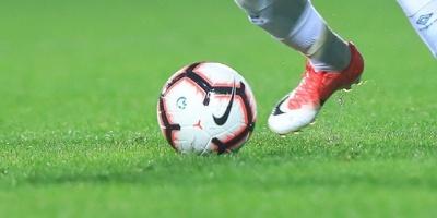 Vélez Sarsfield vence a Estudiantes y se acerca al líder Racing Club