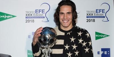 Cavani, primer jugador de fuera de la liga española en ganar el Trofeo EFE