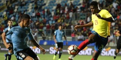 Uruguay gana a Ecuador y lidera junto a Venezuela