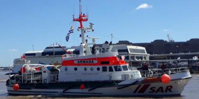 La Armada rescata a 64 tripulantes de un barco que se incendió cerca de las Malvinas