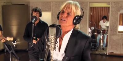 El cantante argentino Sergio Denis está internado tras caer de un escenario