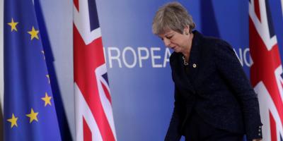"""May regresa al Reino Unido con la intención de salvar su acuerdo de """"brexit"""""""