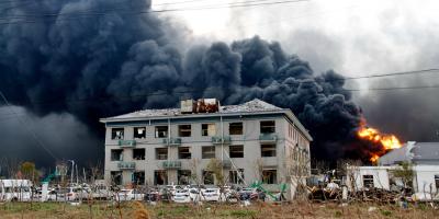 China revisa sus plantas químicas tras la explosión que causó 78 muertos