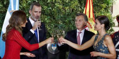 Macri ofreció a los reyes una cena con 400 invitados y amenizada con tangos