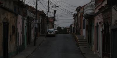Venezuela sigue sin luz y Gobierno suspende actividad laboral y educativa