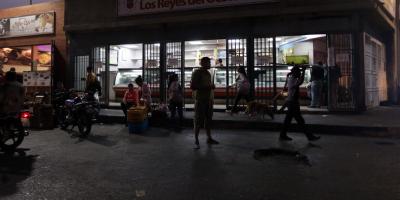 Caracas recupera el servicio eléctrico pero siguen cortes en Venezuela