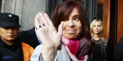 Procesaron a Cristina Kirchner por usar la flota presidencial para que le llevasen los diarios a su casa del sur