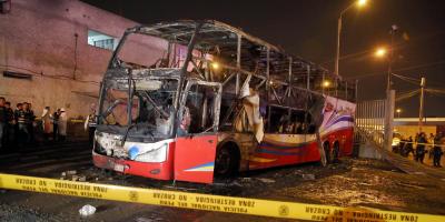 Al menos 16 muertos y siete heridos al incendiarse un ómnibus en Perú