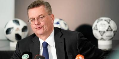 Dimite vicepresidente de la UEFA tras escándalo por pagos indebidos