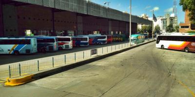 Importante movimiento de turistas en terminal de Tres Cruces