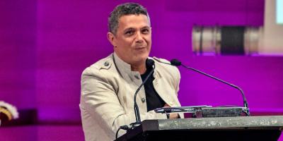 """""""#ElDisco"""" de Alejandro Sanz debuta en el número 1 como álbum de platino"""