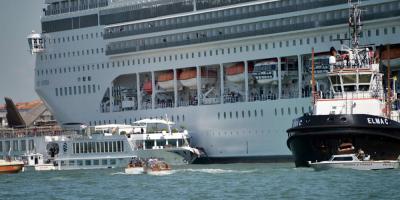 Un crucero chocó con un barco turístico en Venecia sin dejar heridos graves