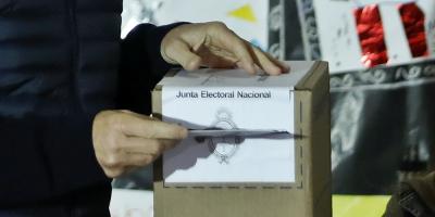 Los gobernadores de cuatro provincias argentinas son reelegidos en las urnas