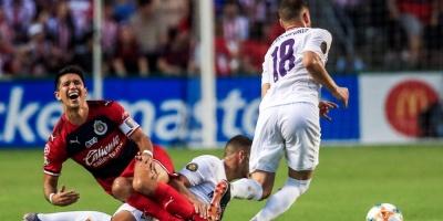 La Fiorentina remonta ante el Guadalajara, en el partido inaugural