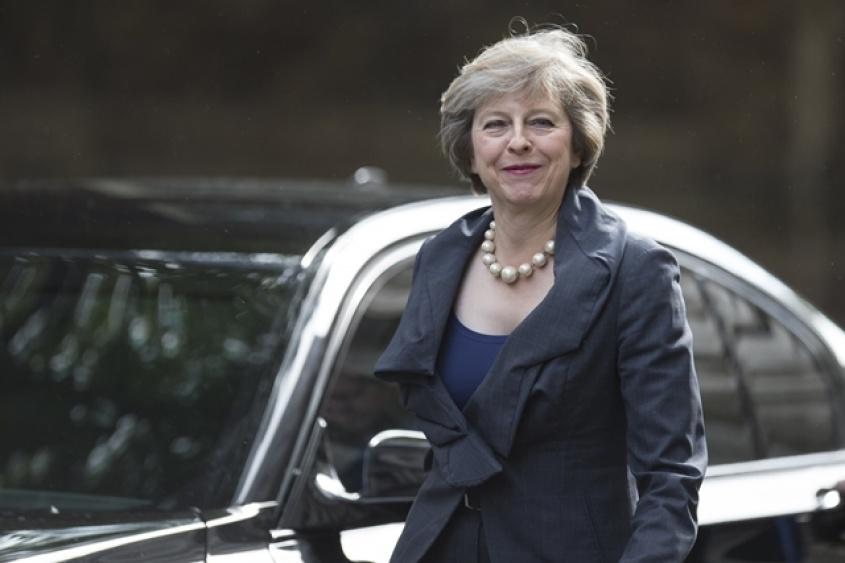 May asume como primera ministra y designa canciller a líder del brexit