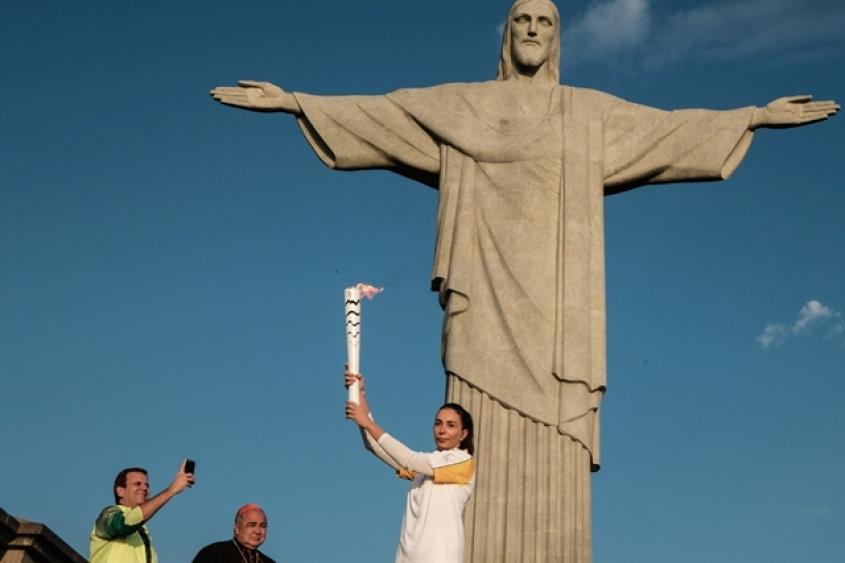 antorcha olímpica en el cristo redentor