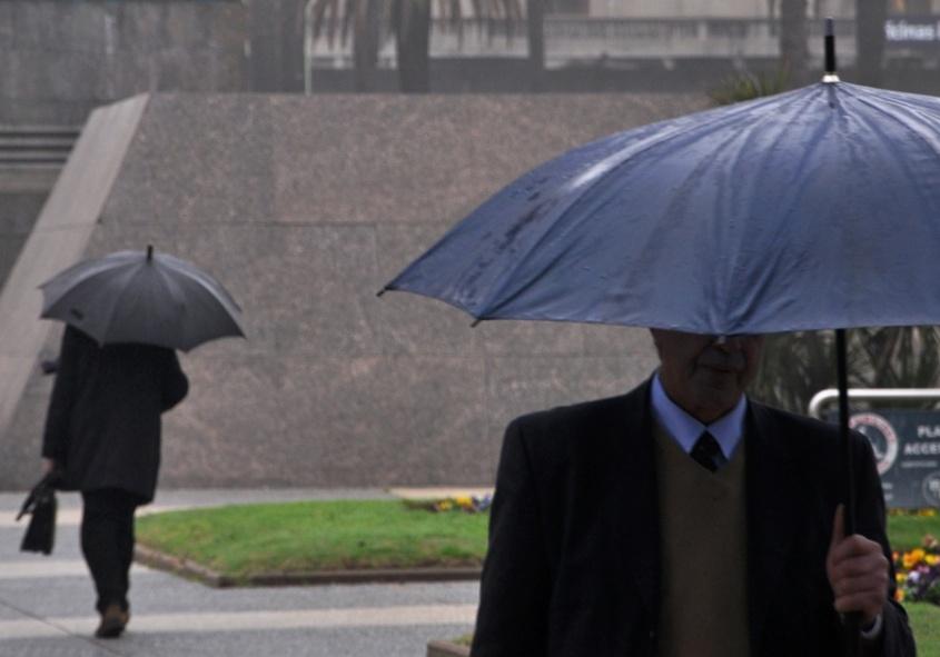 Advertencia por vientos fuertes, lluvias y bajas temperaturas hasta el miércoles