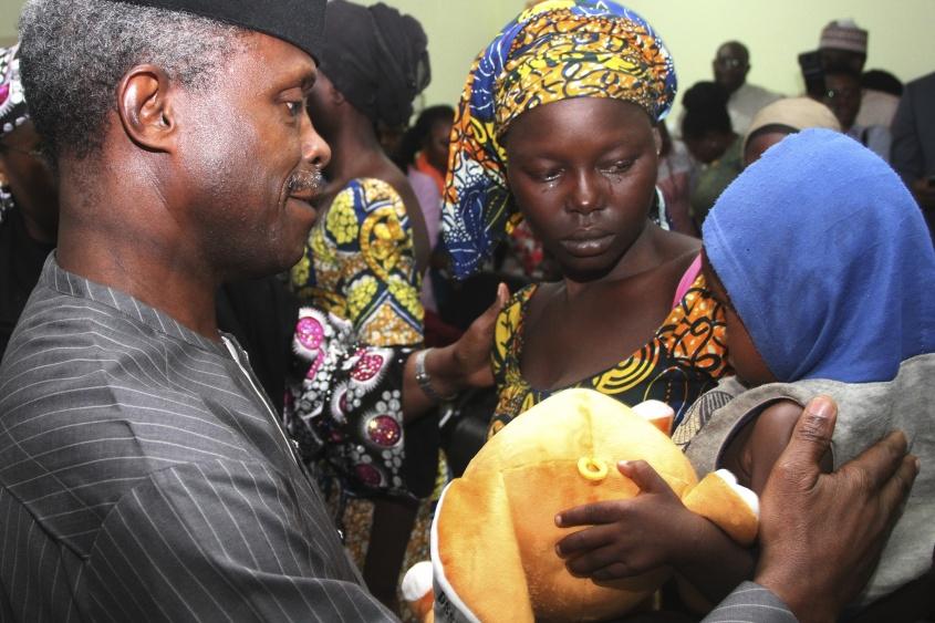 Liberaron a 21 niñas secuestradas por Boko Haram en 2014 — Nigeria