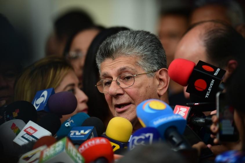 Asamblea pospone juicio político contra Maduro en medio de diálogo